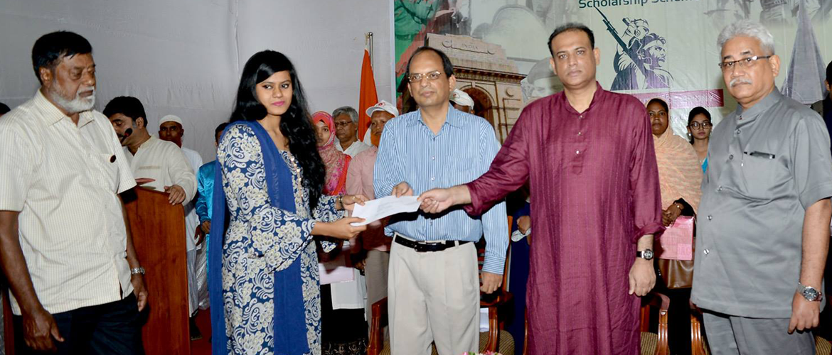 Assistant High Commission of India, Chittagong organized a programme for scholarship cheque distribution to the heirs of Muktijodha on 26th May, 2018 at Chittagong Club. H.E. Mr. Saifuzzaman Chowdhury, Hon'ble State Minister, Ministry of Land, Govt. of Bangladesh was present as Chief Guest